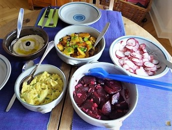 Bratkartoffeln, Salate und Baba Ganoush (25)