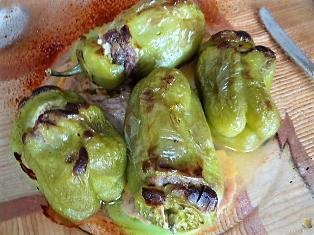 Gefüllte Paprika auf Zucchini Zoodles und Tomaten (12)