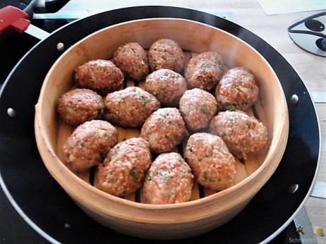 Bulgur-Hack Klößchen, Spitzkohl Salat, Tzatziki, Apfel Crumble (15)