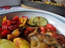 Ratatouille , Kartoffelspalten,Obstsalat,Kürbiskern Pesto (Brotaufstrich) (18)