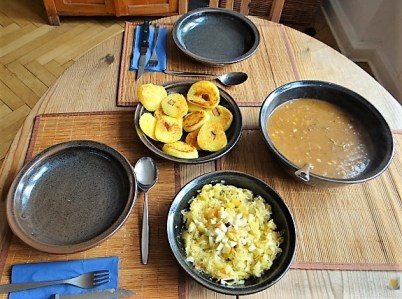 Zwiebelsauce, Sauerkrautsalat, Klöße (17)