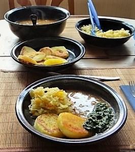 Zwiebelsauce, Sauerkrautsalat, Klöße (18)