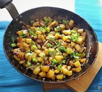 Gemischter Salat und Röstkartoffeln (8)