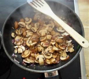 Gratinierte Pilze auf Spinat (12)