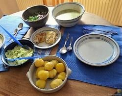 Kabeljau, Dillsoße, Salate und Kartoffeln (17)