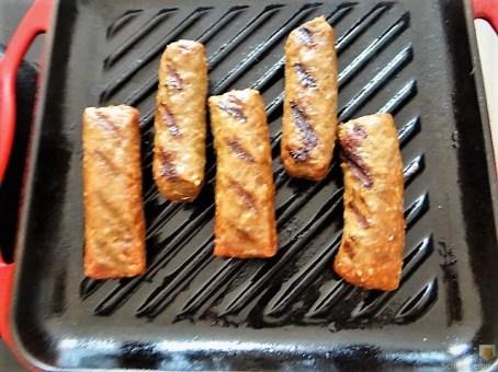 Cevapcici im Pfannkuchen, Tzatziki und Salat (10)