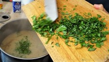 Sauerampfersuppe, Salat und Rhabarber Crumble (17)