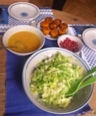 Kuerbiskuechlein-Orangensauce-und-Endiviensalat-24