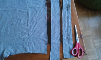 Take an elastic fabric and cut it into six stripes