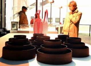 """Blick in die Ausstellung """"das Raue und der Glanz"""""""