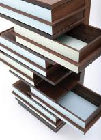 Martin Wilmes, Schubkastenvertiko - Detail, amerikanischer Nussbaum massiv, Kreidefarbe