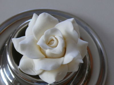 Gh_gum_paste_rose_fertig