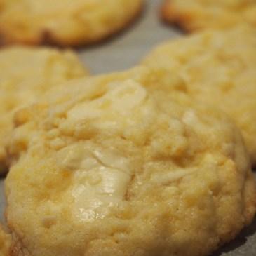 Frühlingsfrische Zitronen-Mandel-Cookies mit weißer Schoki
