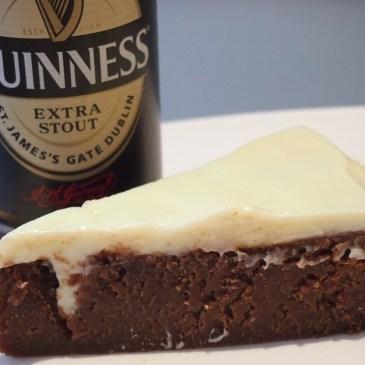 Jetzt wird's irisch: Es gibt Guinness-Schoko-Kuchen