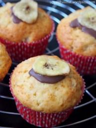 Bananen-Muffins mit Schokoklecks und Bananenchip
