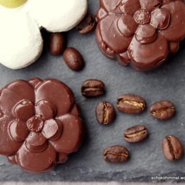 Mein Beitrag zum Frühling: Espresso-Schoko-Fudge in Blütenform