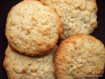 Gesalzene Macadamias und Haferflocken als Cookies
