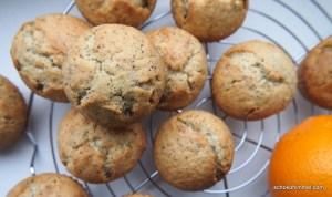 Mohn-Muffins mit Orangen