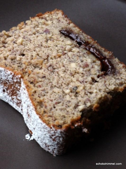 Haselnuss-Kuchen mit Nougat und Zimt