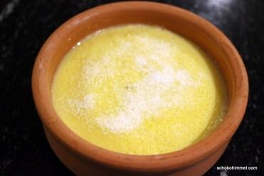 Crema Catalana bereit zum Karamellisieren