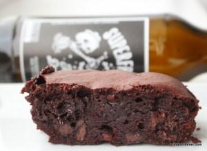 Nussige Brownies mit Schwarzbier
