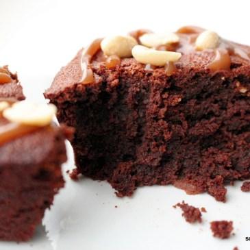 Cremige Snickers-Muffins [Schokolade, Karamell, Erdnüsse]