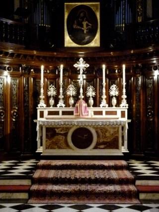 10 - Gregorian Chant Network Meeting 2012 - L'autel du Petit Oratoire, à Brompton, allumé pour les vêpres