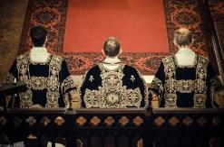 Requiem solennel pour Louis XVI du 21 janvier 2013 : le clergé pendant le chant du Kyrie de la messe de Cherubini