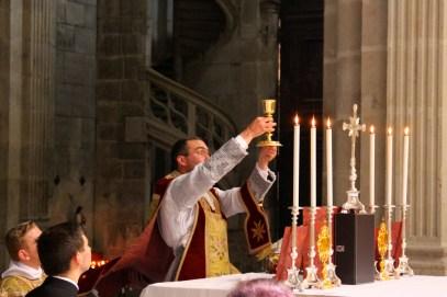 Elévation du Sang du Seigneur.
