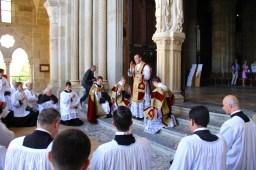 Bénédiction du célébrant au clergé après la messe.