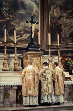 1ère messe de M. l'Abbé Lacroix, fssp, à Notre-Dame-des-Victoires, le 3 août 2013 : avant le Gloria