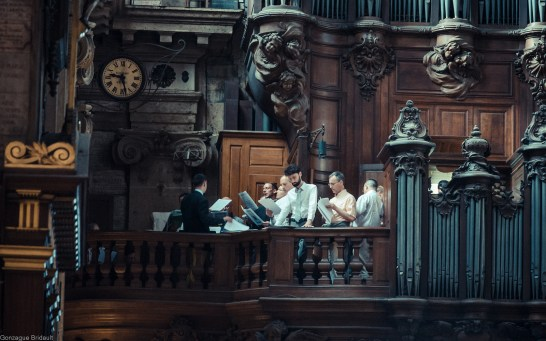 1ère messe de M. l'Abbé Lacroix, fssp, à Notre-Dame-des-Victoires, le 3 août 2013 : la Schola Sainte Cécile chante le graduel