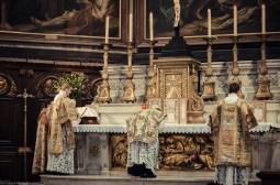 1ère messe de M. l'Abbé Lacroix, fssp, à Notre-Dame-des-Victoires, le 3 août 2013 : prières avant l'évangile