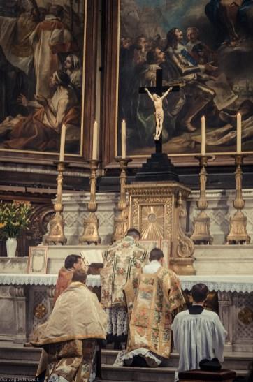 1ère messe de M. l'Abbé Lacroix, fssp, à Notre-Dame-des-Victoires, le 3 août 2013 : consécration du Très-Précieux Sang