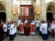 Rameaux 2014 - 14 - station devant les portes de l'église