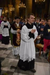 02 - Messe de départ célébrée par M. l'Abbé Iborra dans Notre-Dame-de-Paris - vigile de la Pentecôte - procession d'entrée