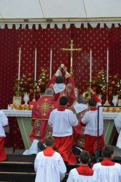 18 - Messe du jour de la Pentecôte - à l'élévation du Corps du Seigneur