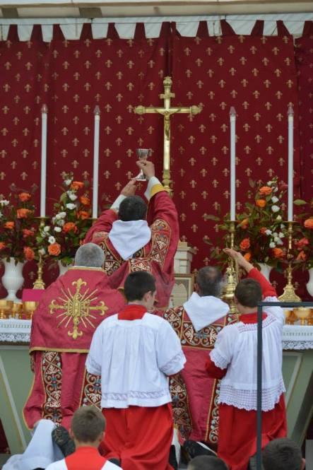 19 - Messe du jour de la Pentecôte - à l'élévation du Sang du Seigneur