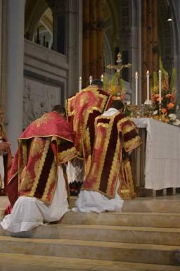 36 - Messe pontificale du lundi de Pentecôte célébrée par Mgr Aillet dans la cathédrale de Chartres - suite de la consécration