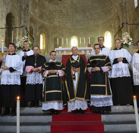 01 - Après la messe de Requiem solennel chantée pour le RP Jean-Bernard de Langalerie, prêtre du diocèse de Gênes, vicaire de Saint-Eugène - Sainte-Cécile