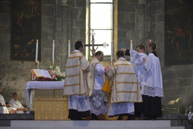 03 - Messe de la fête de Notre-Dame della Guardia - aux encensements de l'introït