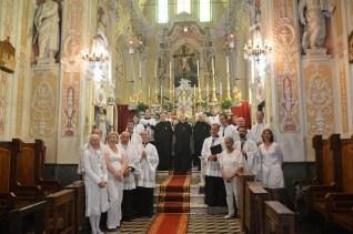 09 - Après la messe, les Bénédictins de l'Immaculée, le clergé, les grands clercs & la Schola Sainte Cécile