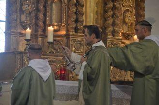 04 - Messe en la collégiale Saint-Martin de Bollène - encensements de l'autel à l'introït