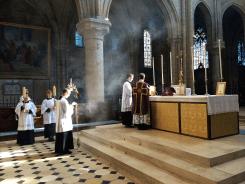 06 - messe du samedi des Quatre-Temps de septembre en la collégiale Notre-Dame de Mantes - pendant le chant de l'évangile