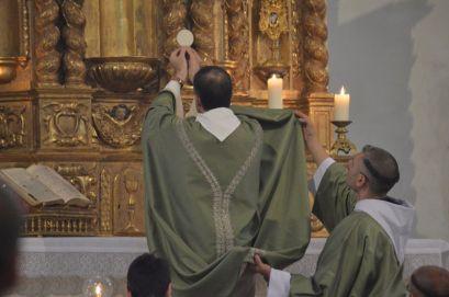 11 - Messe en la collégiale Saint-Martin de Bollène - élévation du Corps du Seigneur