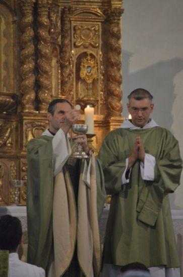 12 - Messe en la collégiale Saint-Martin de Bollène - Ecce Agnus Dei - présentation des saintes espèces aux fidèles