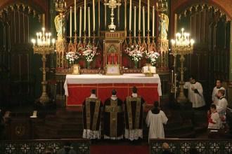 06 - Prières au bas de l'autel