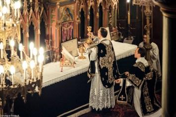 Requiem pour Louis XVI en 2014 - élévation du Sang du Seigneur