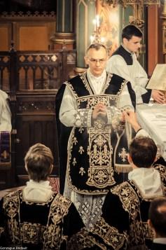 Requiem pour Louis XVI en 2014 - encensement du célébrant