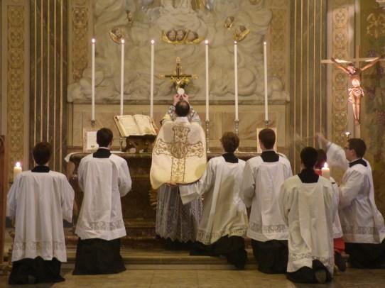 04 Messe de la saint Yves en la chapelle des Spiritains